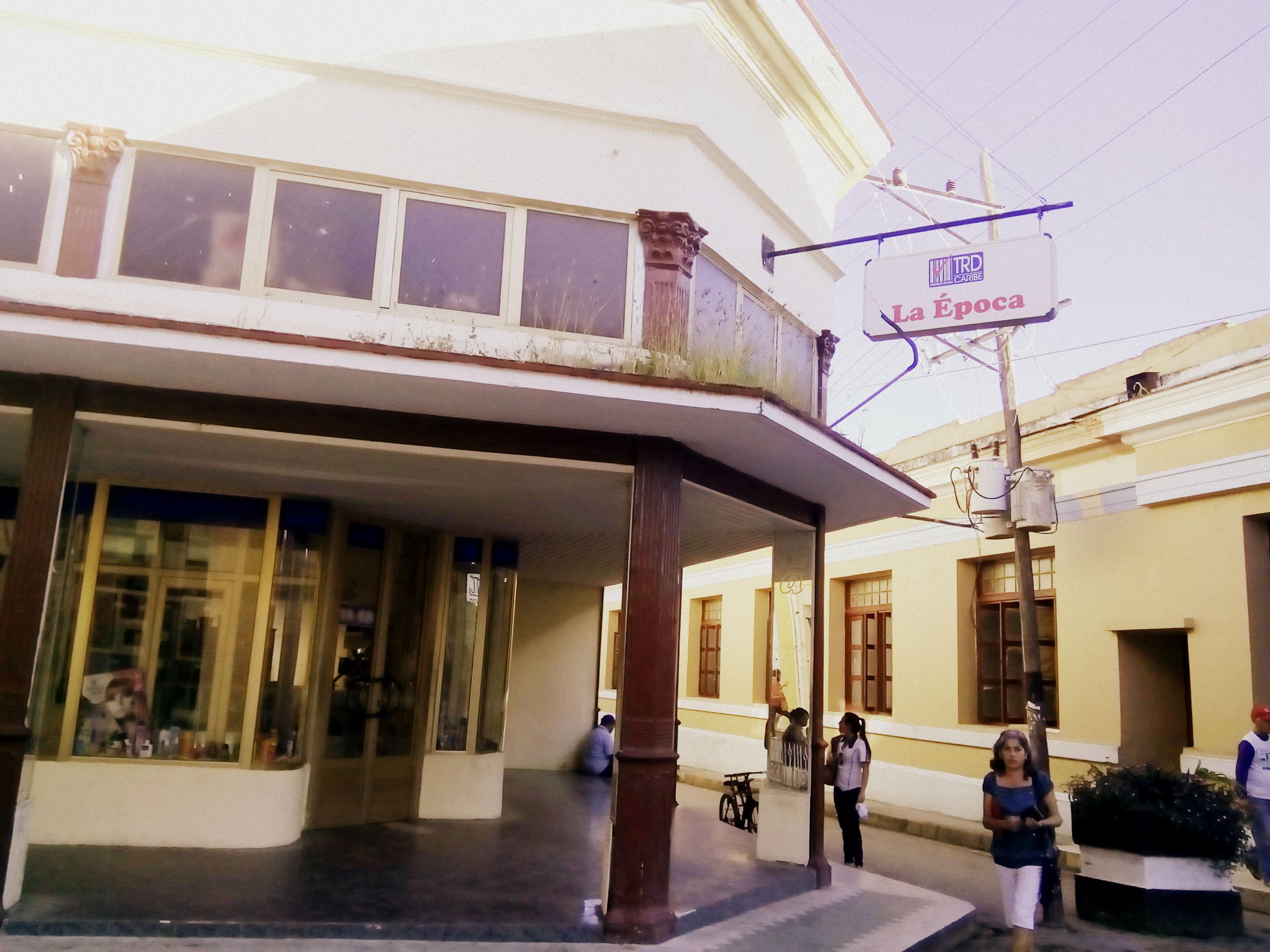 Tienda Recaudadora de Divisa (TRD) in Santa Clara, Cuba.