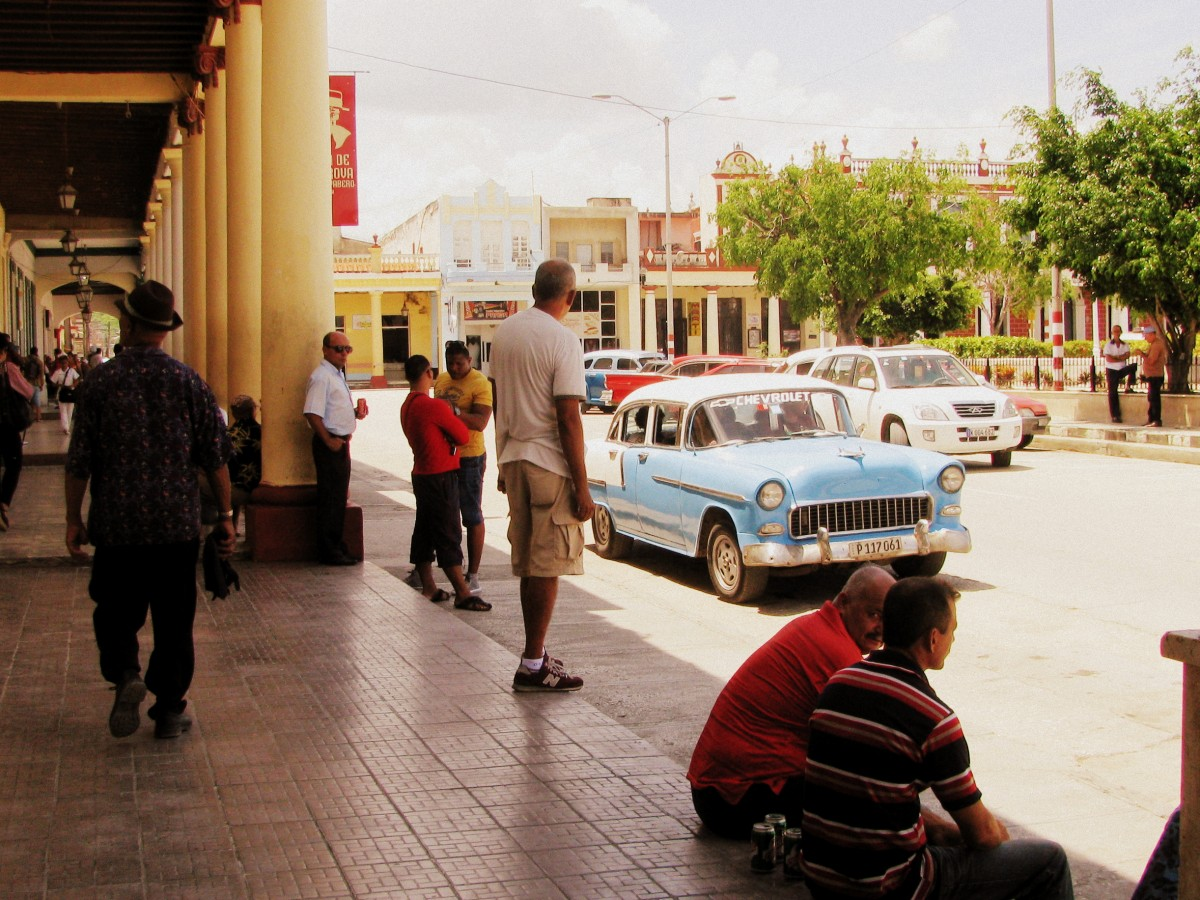 Daily life in Holguín, the city of parks.