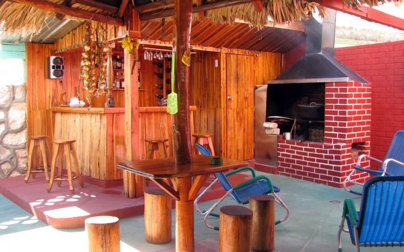 Restaurante en la Casa Ticotero y Viviam en Playa Girón, Cuba.