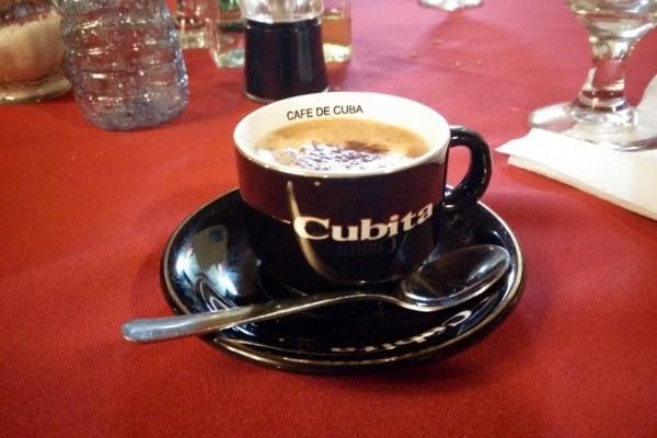 Razones para viajar a Cuba - Una taza de auténtico cafecito cubano de la marca Cubita.